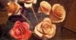 Rosas hechas con cáscara de naranja