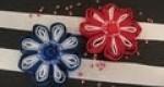 Flores con cintas y abalorios.